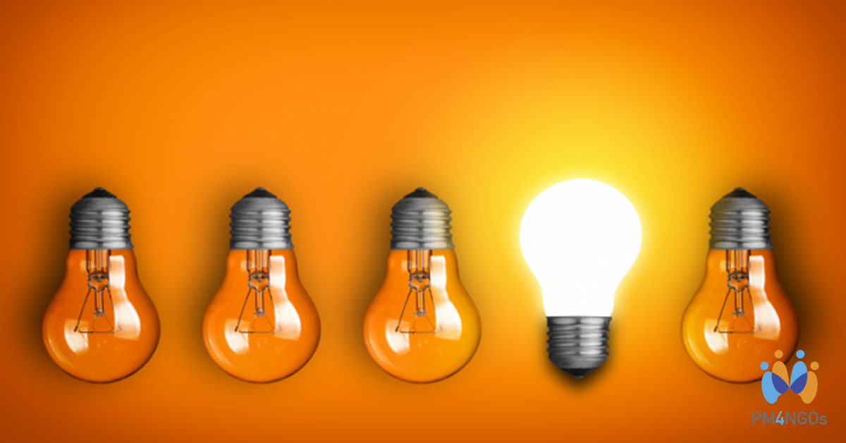 Bulb lights in an orange background representing inovation